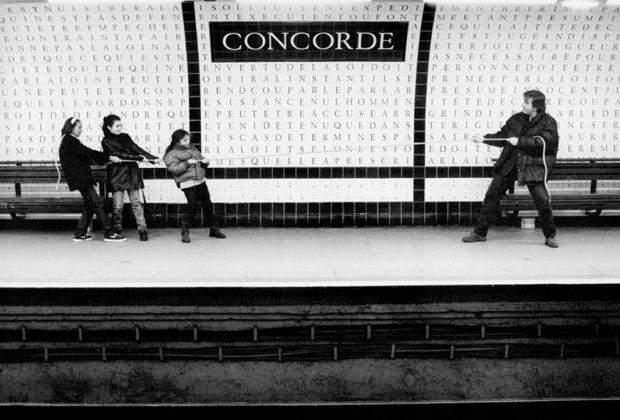 metropolisson-des-photographies-pleines-dhumour-sur-les-stations-de-metro-de-paris1.jpg