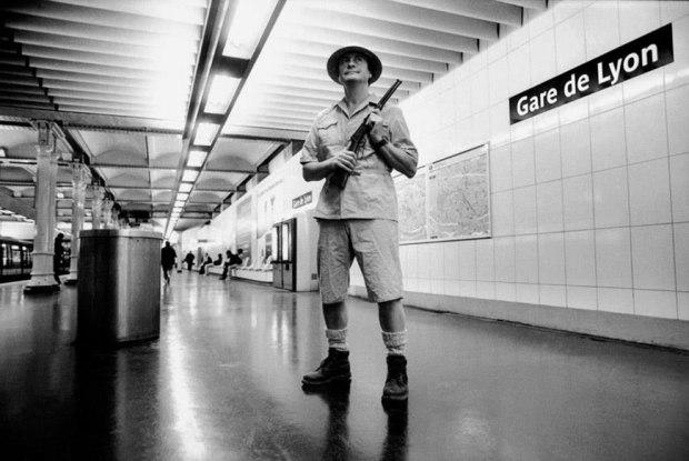 metropolisson-des-photographies-pleines-dhumour-sur-les-stations-de-metro-de-paris36.jpg